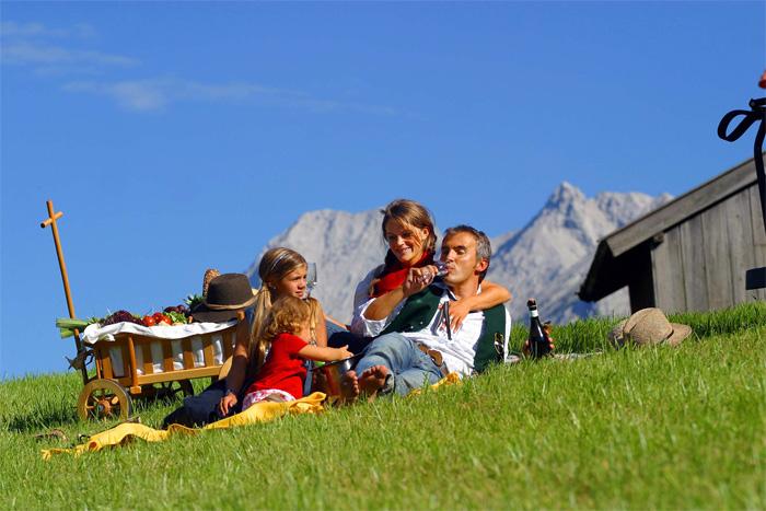 family hotel resort alpenrose luxus auf tirolerisch. Black Bedroom Furniture Sets. Home Design Ideas